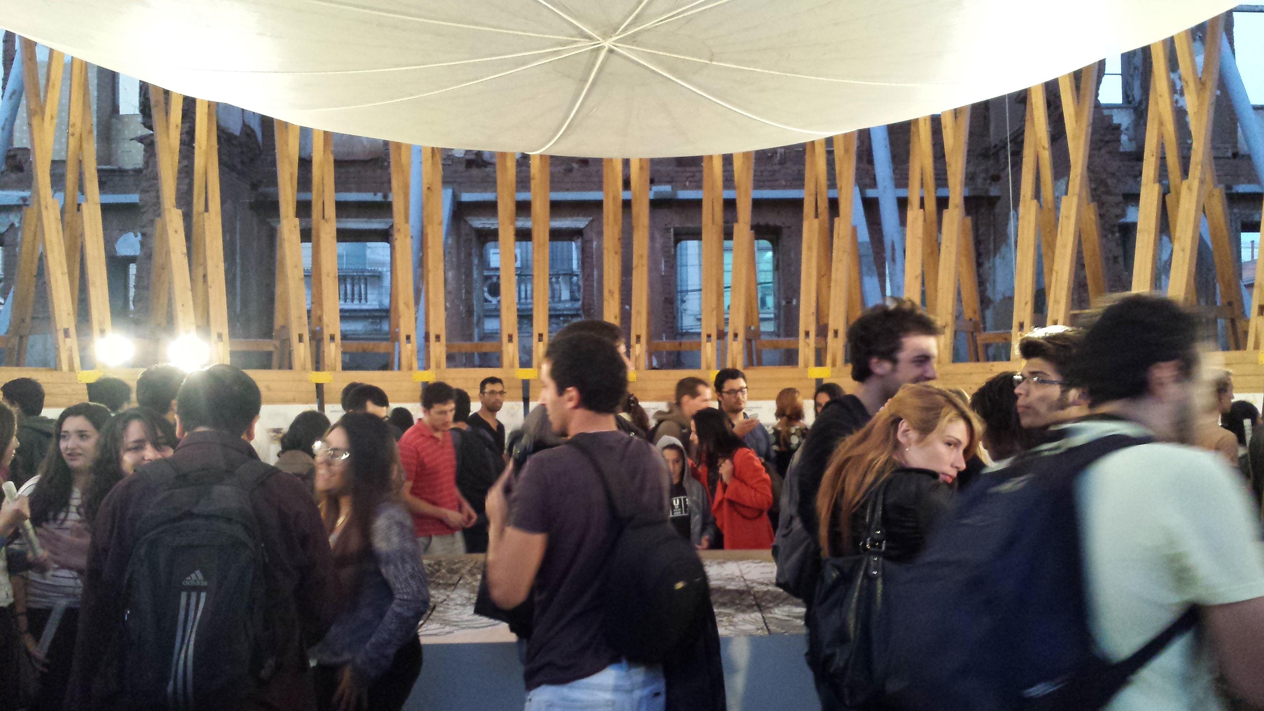 Escuela de arquitectura pucv participa en ejecuci n del for Carreras de arquitectura